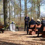 Trauerzeremonie mit einer Grabrede und Dekoration von Daniel Zielke.